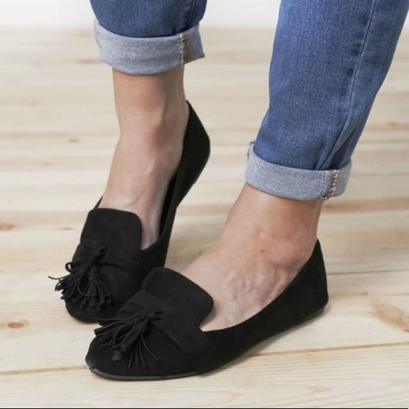 Shoes - 5⭐️BLACK POINTED TOE TASSEL LOAFERS FLATS